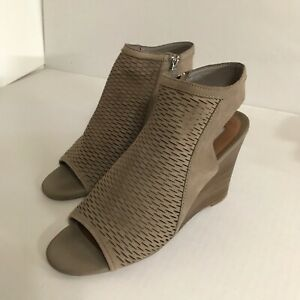 STEVE MADDEN Suede Leather, Wedge  Peep Toe Heels - Sz 9.5 Very Good Condition