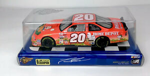 Action Winners Circle Tony Stewart #20 1:24 2002 Peanuts Halloween NASCAR NEW