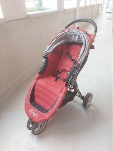 Perfekter Reisebegleiter: Baby Jogger City Mini Rot. Gebraucht.