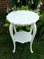ANTIQUE SOLID HARD WOOD WOODEN WHITE PAINTED SCALLOP TOP SIDE TABLE STAND