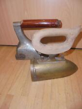 2 Bügeleisen Ochsenzunge Messing + Gasbügeleisen Eisen vintage brass iron Stein