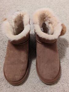 EUC womens UDFUGG imitation chesnut sheepskin boots 7 shearing short ankle