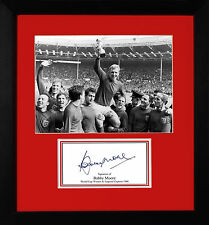 FRAMED ENGLAND 1966 WORLD CUP WINNERS SIGNED BOBBY MOORE MEMORABILIA