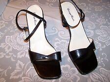 Vtg Ladies Shoes 2 inch Sandal Heels Black Sz 7M Carriage Court Euc