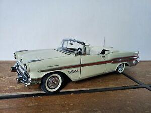 Franklin Mint 1957 Pontiac Bonneville 1:24 Scale Diecast Model Car White