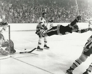 BOBBY ORR BOSTON BRUINS THE FLYING GOAL STANLEY CUP CHAMPIONS 8X10 PHOTO