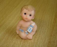 Babypuppchen aus Resin Junge sitzend  ca. 4 cm (h) Puppenstube 1:12 #875876