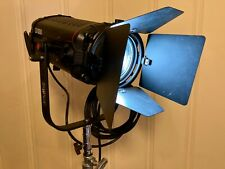 Fiilex Q1000 1-Light Fresnel Kit with Barn Doors, Lens, Diffuser, Case