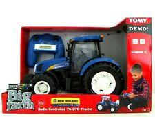 Britains Big Farm 42601 New Holland Radio Controlled T6.070 Tractor ~New~