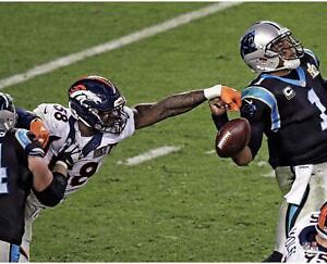 """Von Miller Denver Broncos Unsigned Super Bowl 50 Strip Sack 16"""" x 20"""" Photo"""