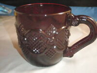 VINTAGE AVON 1975-1990 RUBY RED CAPE COD 1876 DESIGN GLASS COFFEE CUP/MUG USA