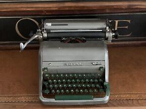Vintage Retro Circa 1950's Royal Typewriter