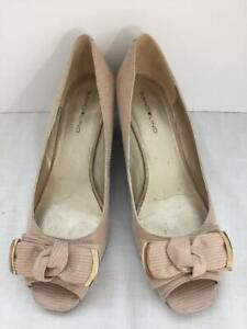 "Bandolino shoes Size 8.5 beige bows 2"" heel open toe rubber soles slip on"