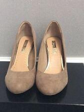 Kurt Geiger Court Shoes Miss KG Cecilia  Suedette Taupe BNIB Size 6 Ladies
