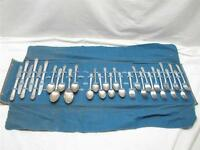 Rogers DeLuxe Silver Plate IS Precious Flatware svc for 6 30 pcs w/Case