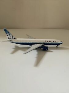 1:400 Gemini Jets II United Boeing 777-200 Die Cast Model GJUAL497 N775UA