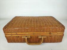 Belle ancienne valise en osier tressé