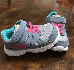 NIKE Girls Revolution 2 Gray color Running Athletic Shoes (Toddler Size 7) 13 cm