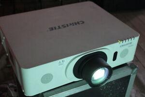 Christie LWU421 Beamer Projector 1,6 -3, 2:1 Wuxga HDMI 92h (hitachi CP-WU8440)