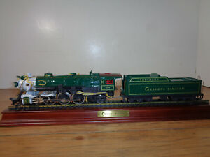 FRANKLIN MINT LIMITED EDITION HO SCALE SOUTHERN CRESCENT 4-6-2 LOCO & TENDER