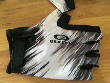 oakley cycling gloves / mitts, new and unused. Small/medium