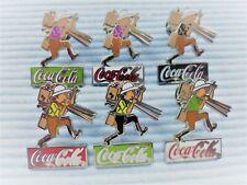 6 Coca Cola Pins Tim mit alter Kamera Ausrüstung von Herge a
