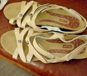 Propet Womens sz 8.5 W(D) Tan Leather Adjustable Straps Sandals Comfortable