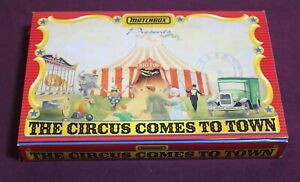 MATCHBOX MB38 THE CIRCUS COMES TO TOWN SET OF 6 VANS  ALL MINT IN BOX