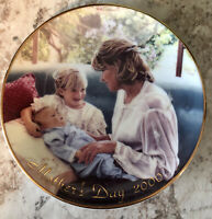 """Vintage Mothers Day collector plate 2000 Avon """"A Mother's Love"""""""