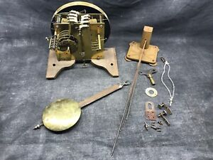 Ancien mécanisme de carillon 8 marteaux et 5 tiges complet est en état de marche