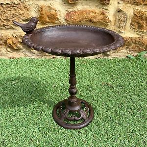 Antique Cast Iron Freestanding Wild Robin Bird Bath Water Feeder Garden Ornament
