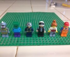 Lego Minifigure Set 13 (Figures pictured are the one you get)