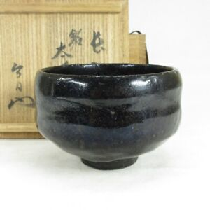 A060: Japanese old KURO-RAKU pottery tea bowl of good atmosphere w/appraised box