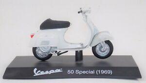 """MAISTO 1969 VESPA 50 SPECIAL WHITE PIAGGIO VINTAGE SCOOTER L=4"""" 100mm SCALE 1:18"""