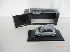 TOYOTA YARIS VITZ ECHO  IN GREY  /  BLUE  1:43 Minichamps IN VITRINE BOX New!!