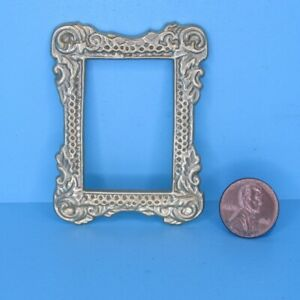 Dollhouse Miniature Victorian Metal Wall Picture Frame in Gold DD0100