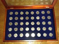 """vitrine de 40 pièces commémoratives de 2 euros """" 2004-2010"""""""