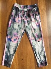 Staple classy floral pants - size 12 - in excellent condition