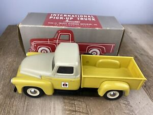 International Yellow & White S-Line Pick-Up Truck by Triple Diamond Replicas USA