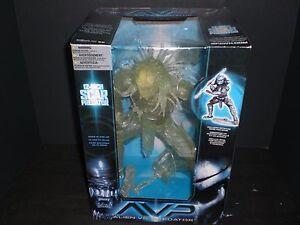McFarlane Alien vs Predator Alien vs. Predator Movie Stealth Scar Predator 12 In