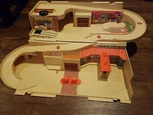 Vintage Hot Wheels Sto And Go Service Center Playset
