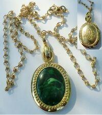 pendentif collier bijou vintage 70 couleur or cabochon vert dos gravé signé 2599