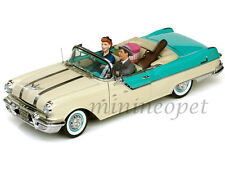 SUN STAR 5057 PLATINUM I LOVE LUCY 1955 PONTIAC STAR CHIEF 1/18 WITH 2 FIGURES