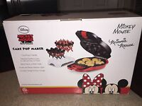 Disney Mickey Mouse & Friends MIckey Mouse & Minnie Mouse Cake Pop Maker MIB
