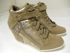 GUESS LADY'S WEDGE LACE CASUAL SHOE BEIGE AND GOLD SIZE 10M