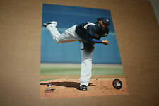 SEATTLE MARINERS FELIX HERNANDEZ UNSIGNED 8X10 PHOTO POSE 2