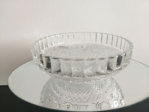 Vintage decorative cut glass medium sized bowl in beautiful condition