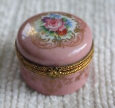 Round Porcelian Pill Box made in Paris (Pillivuyt LaPorcelaine Paris)