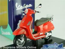 VESPA GTS 300 MODEL SCOOTER MOPED BIKE 1:18 SCALE RED 2017 MAISTO RANGE K8