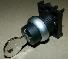 NEW Eaton M22-WRS3-A1 Selector Switch / Lock, 3 position, with Removable Key
